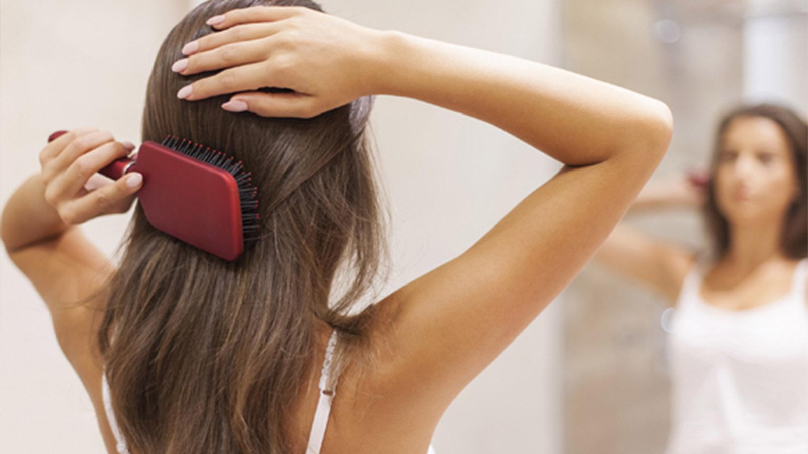 ダイエット中の抜け毛が増える3つの原因!改善におすすめの5つの方法を紹介◎